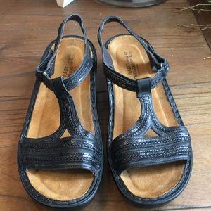 Naot T Strap Sandals size. 42